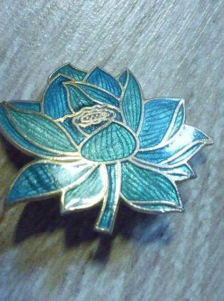 Broche vintage en forme de fleur