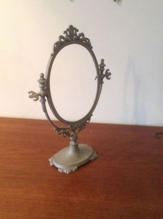 Miroir coiffeuse ou cadre ovale sur pied