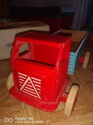 Ancien jouet camion en bois