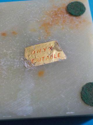 Cendrier carré en onyx véritable.
