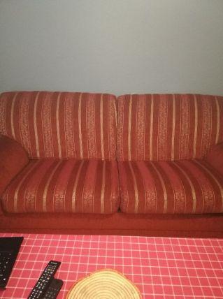 Canapé original rouge et or