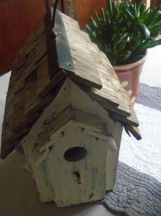Nichoir à oiseaux en bois blanc et bleu