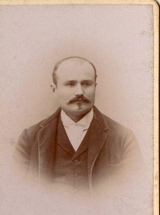 photo ancienne homme à la moustache vers 1900