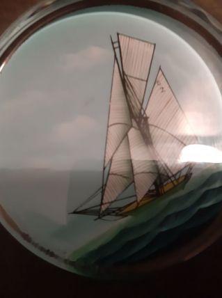 Ancien presse PapierDie Wartburg Décor d'un voilier