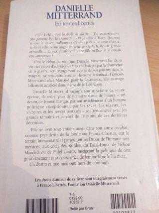 LIVRE DANIELLE MITTERAND/EN TOUTES LIBERTES