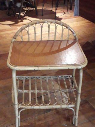 Petite table de chevet en rotin