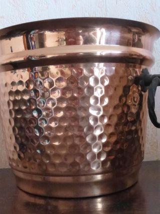 cache pot en cuivre martelé, anses fer forgé