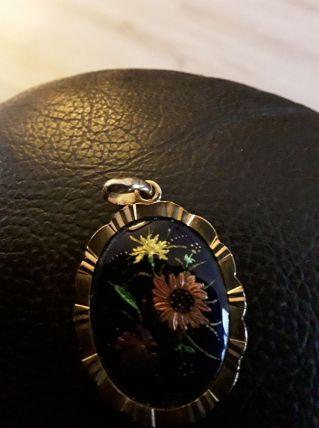 Pendentif émaillé motif fleurs