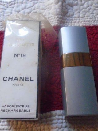 Etui vaporisateur Chanel 19