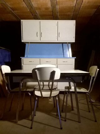 Meuble de cuisine avec buffet ,table 4 chaises en FORMICA