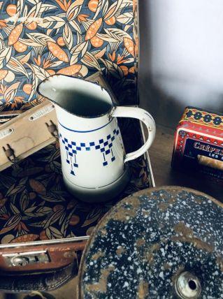 Broc émaillé vintage