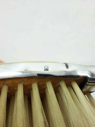 brosse à cheveux en métal argenté