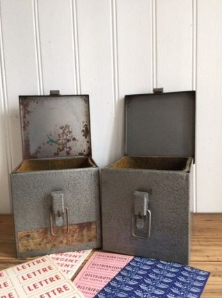 Anciennes boite postale en métal