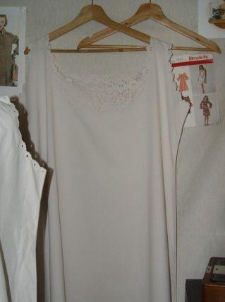Longue chemise faite et brodée main