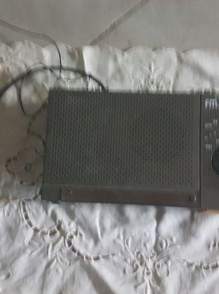 Ancien radio réveil Grundig
