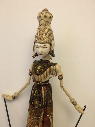 Lot poupées indonésiennes bois