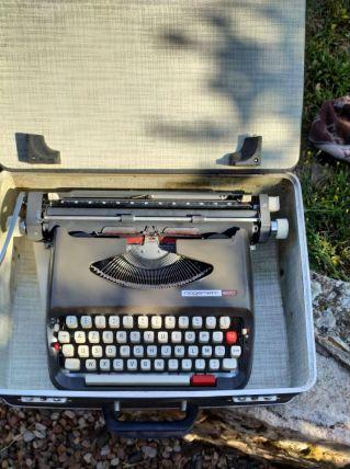 Machine à écrire nogamatic 800