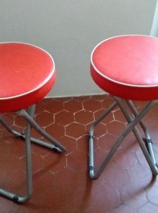 2 tabourets pliables Look vintage, d'un très beau rouge