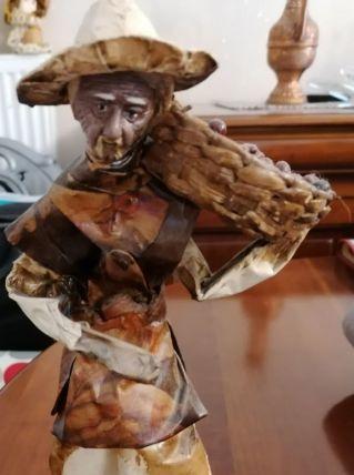 statuettes en papier maché vernis