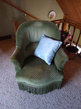 Paire de fauteuils verts type crapaud