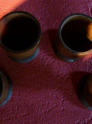 Quatre coquetiers en bois
