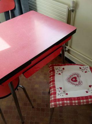 Table,2chaise,un tabouret en formica