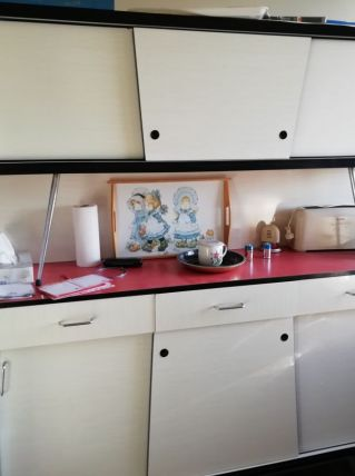 Meuble de cuisine en formica en 2 parties superposees