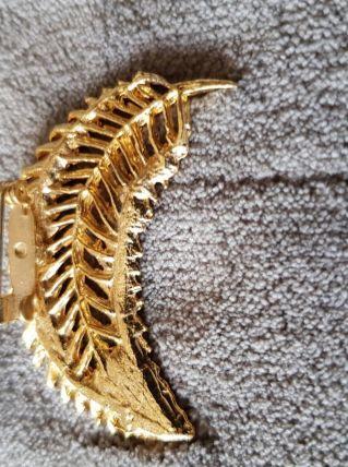 Broche dorée forme feuille