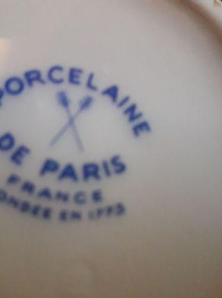 Petit vase en porcelaine de Paris