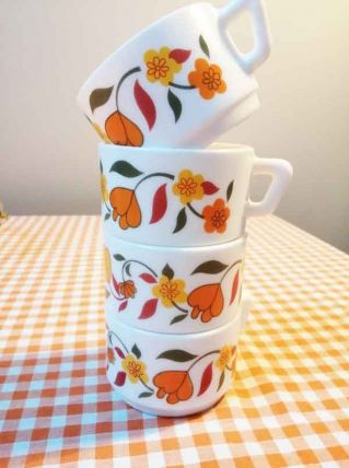 Lot de 4 tasses Arcopal vintage