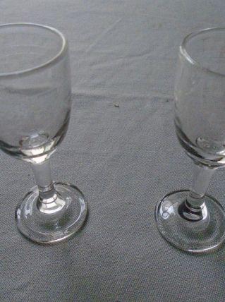 2 verres à liqueur gravés