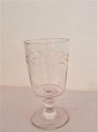 verre à pied ancien, sablé feuillages