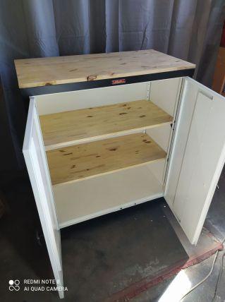 Ancien meuble industriel transforme buffet vintage