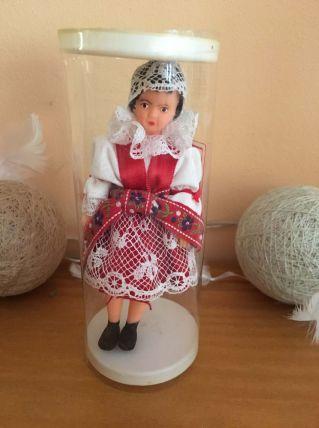 Petite poupée Tchécoslovaque dans emballage d'origine