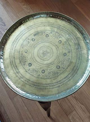 Plateau cuivre ancien nord africain et sa table bois