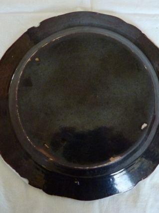 Plat ancien 28 cm cul noir céramique Forges les Eaux 18ème