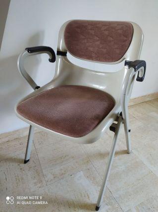 rare chaise avec accoudoir modele DORSAL par Piretti