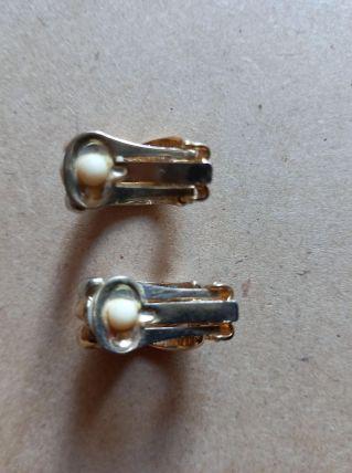 Paire de boucles d'oreilles dorées et argentées à clip vinta