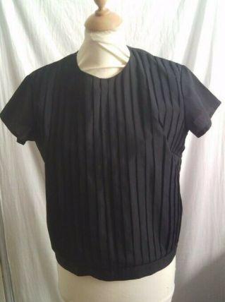 Tee-shirt manche courte noir ce boutonne dans le dos
