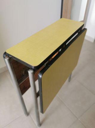 Table formica jaune gain de place