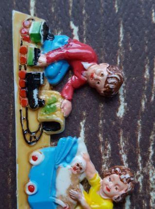Bijou Broche vintage kitsch années 50 enfants qui jouent
