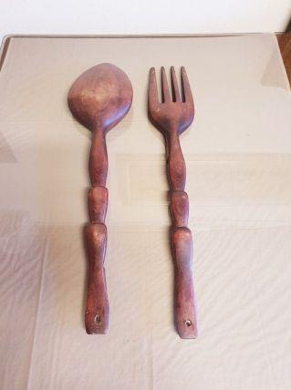 Cuillère et fourchette géantes en bois sculpté( ref K 27 )