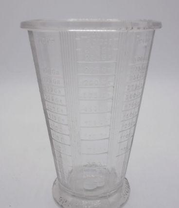 Ancien verre mesureur en verre