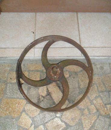 2 roue en fer ancienne
