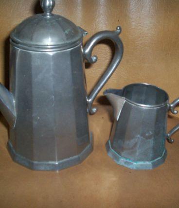 ANCIENNE PETITE CAFETIERE + POT A LAIT ALUMINIUM