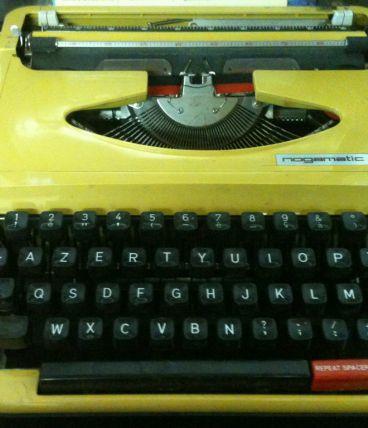 Machine à écrire NOGAMATIC année 1974