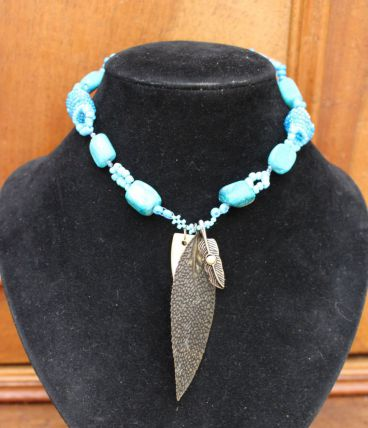 Collier ras du cou nacre bleu fleur style perle indien plume