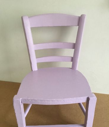 Chaise d'enfant rose lilas