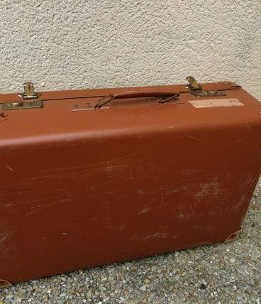 Valise métallique marron