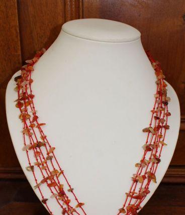 collier long rouge effet argente perle ambre